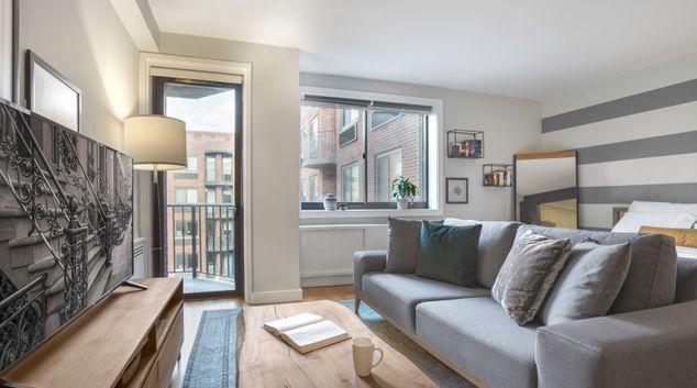 Living area at 101W15 IV, Chelsea Studio, Manhattan, New York