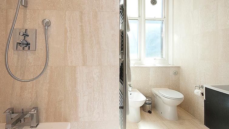 Pristine bathroom at 20 Hertford Street Apartments