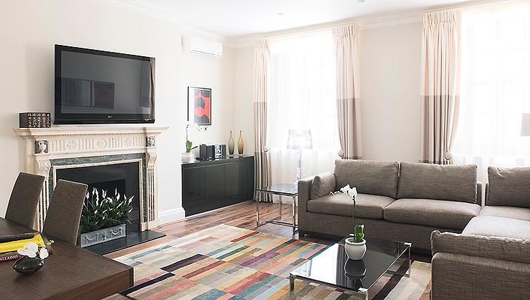 Large living area at 20 Hertford Street Apartments