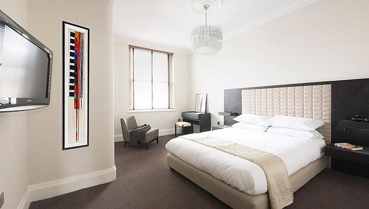 Bright bedroom at 20 Hertford Street Apartments