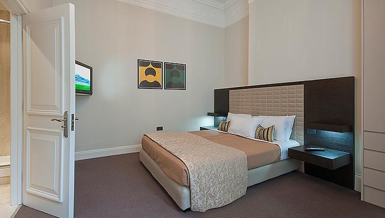 Large bedroom at 20 Hertford Street Apartments