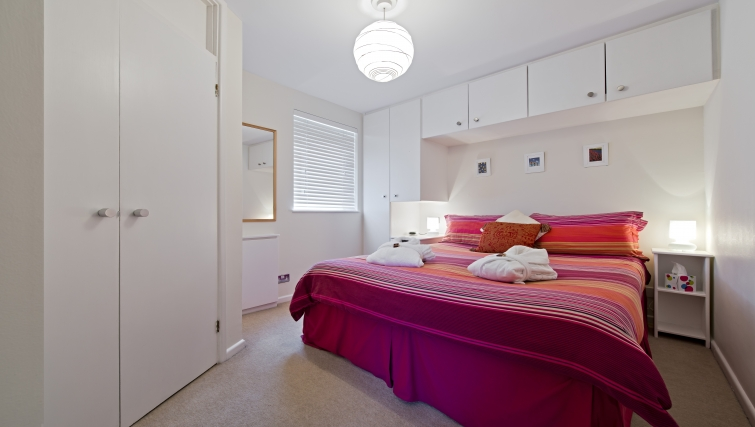 Bright bedroom in Christchurch Close Apartment