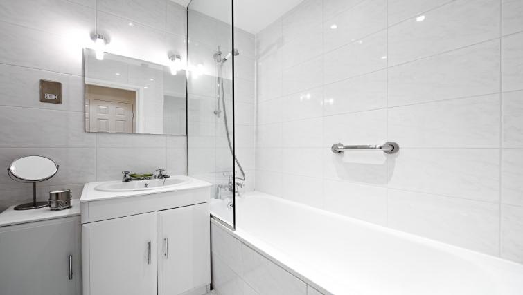 Stylish bathroom in Chatsworth Court Apartment