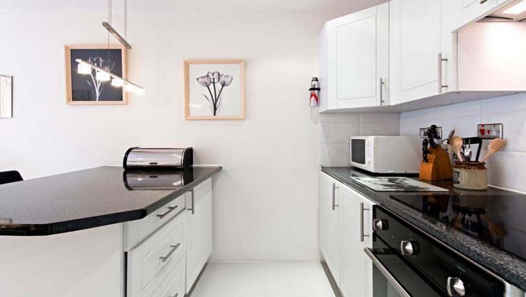 Elegant kitchen in Chatsworth Court Apartment