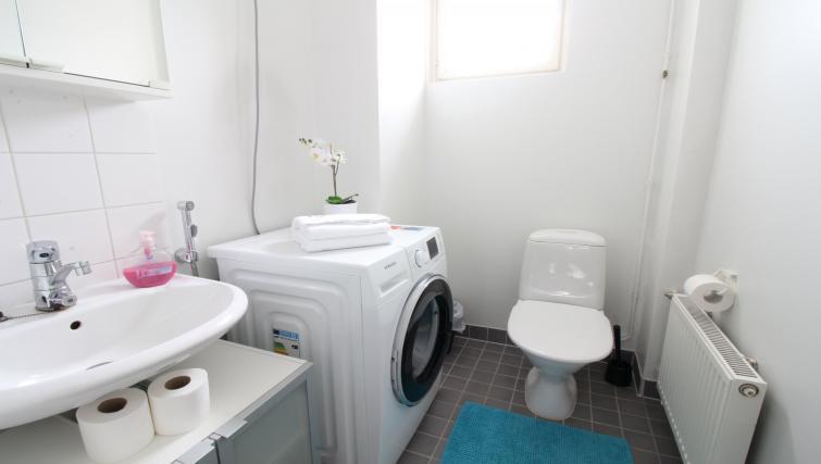Toilet at the Lähettilääntie Apartment