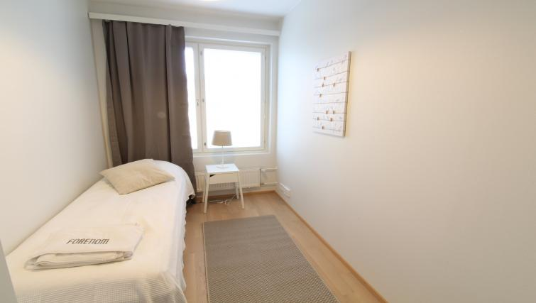 Single bed at the Pakkalanrinne Apartment