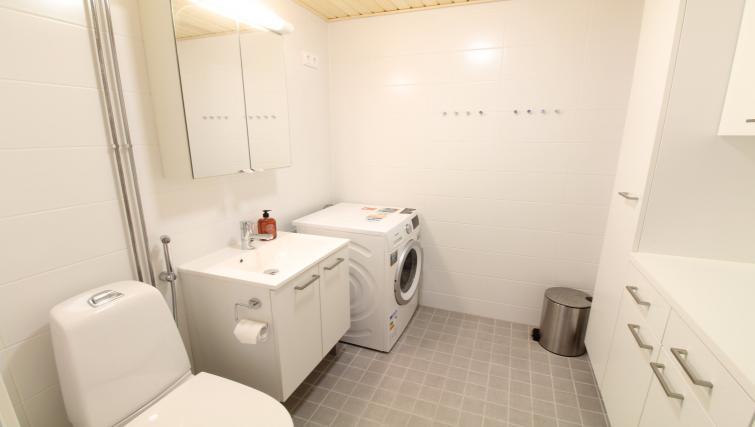 Bathroom at the Pakkalanrinne Apartment