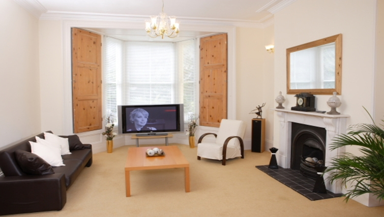 Bright living area in Durnford House Apartment