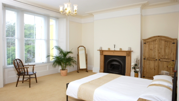 Classic bedroom in Durnford House Apartment