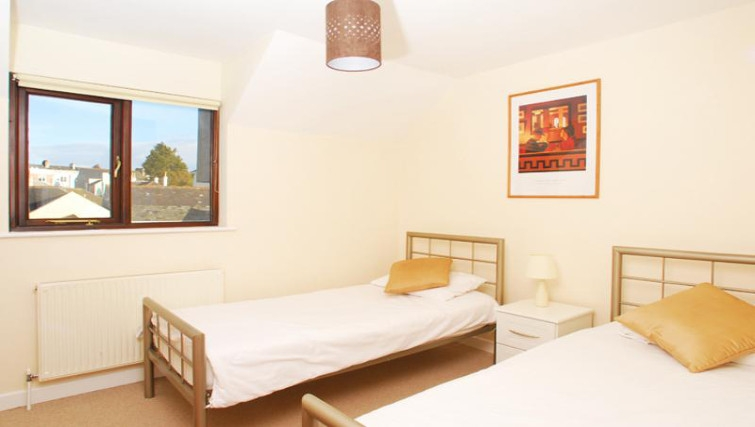 Twin beds at Freemans Wharf Apartment