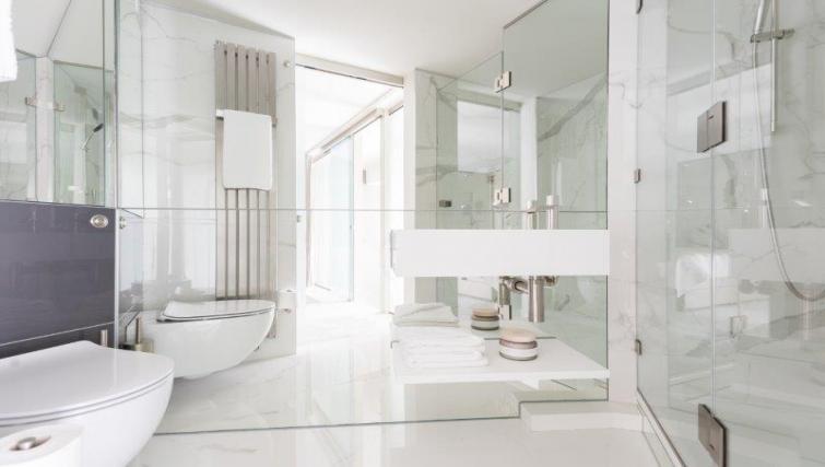 Bright bathroom at 1 Harrington Gardens