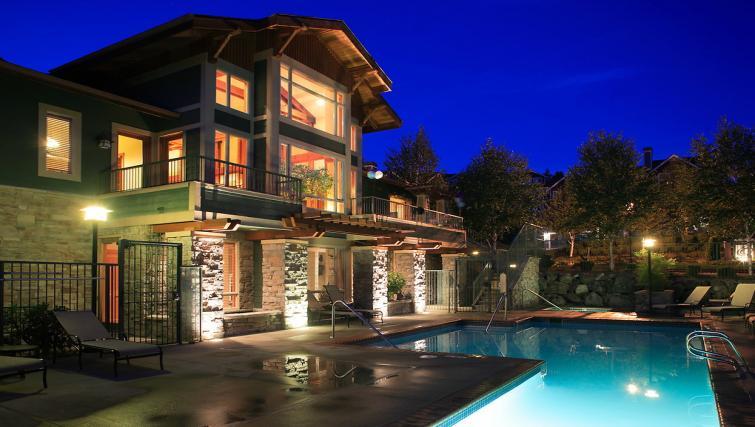 Swimming pool at the Pinnacle Sonata Apartments