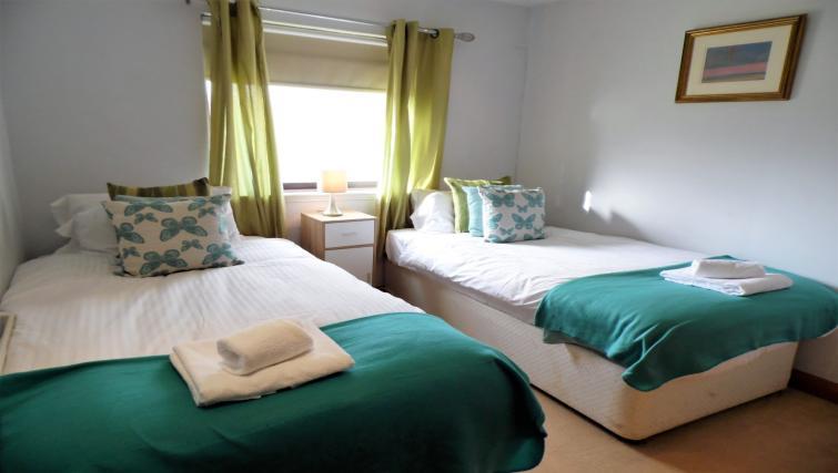Twin beds at Blair Park Apartment