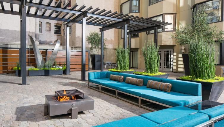 Outdoor area at the Tower 737 Apartments