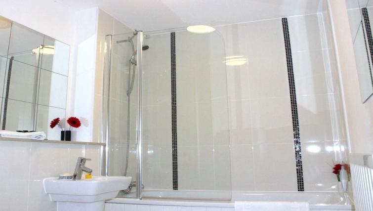 Bathroom at Cotels The Hub Apartments