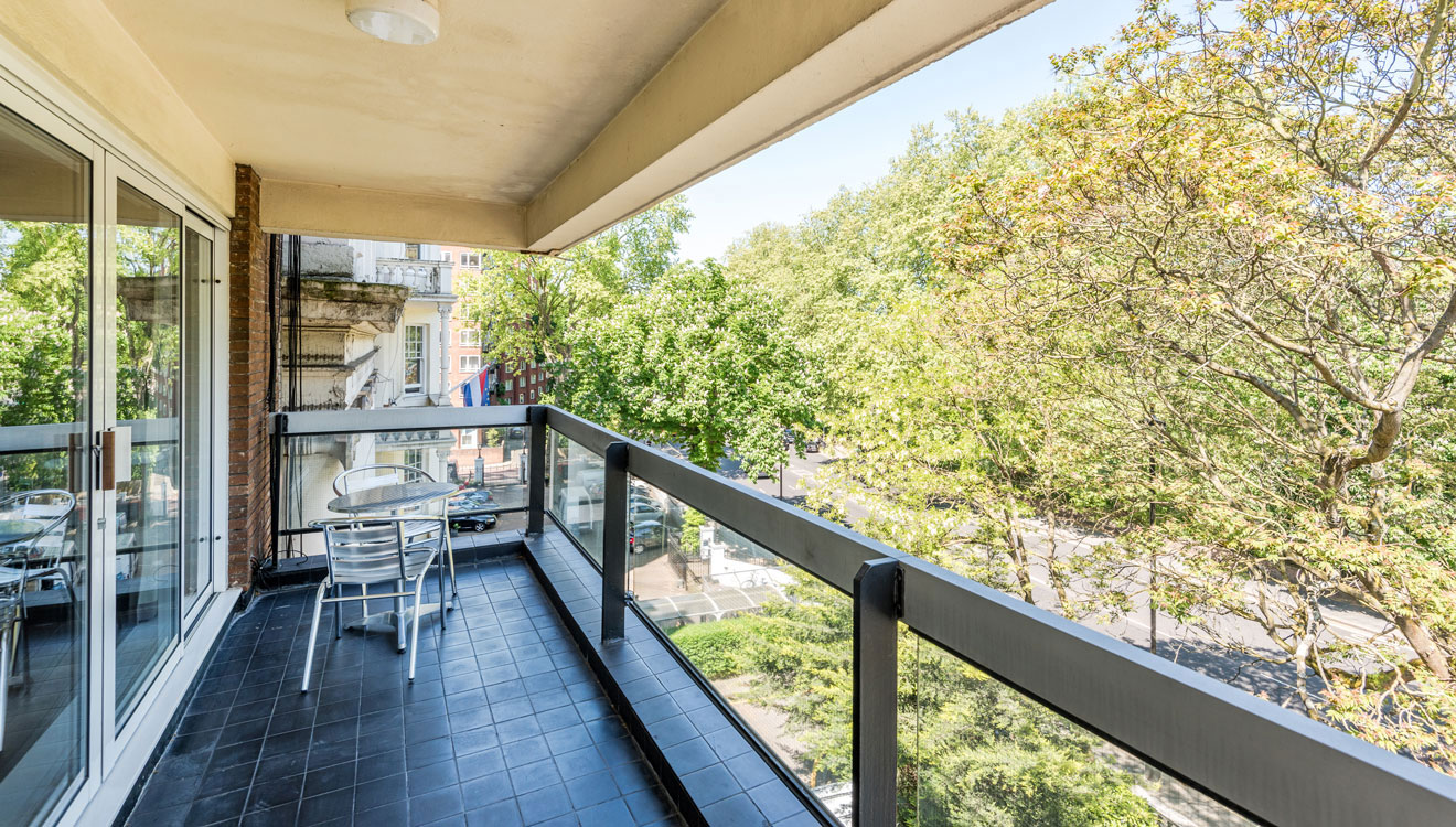 Balcony at Hyde Park Gate Apartments