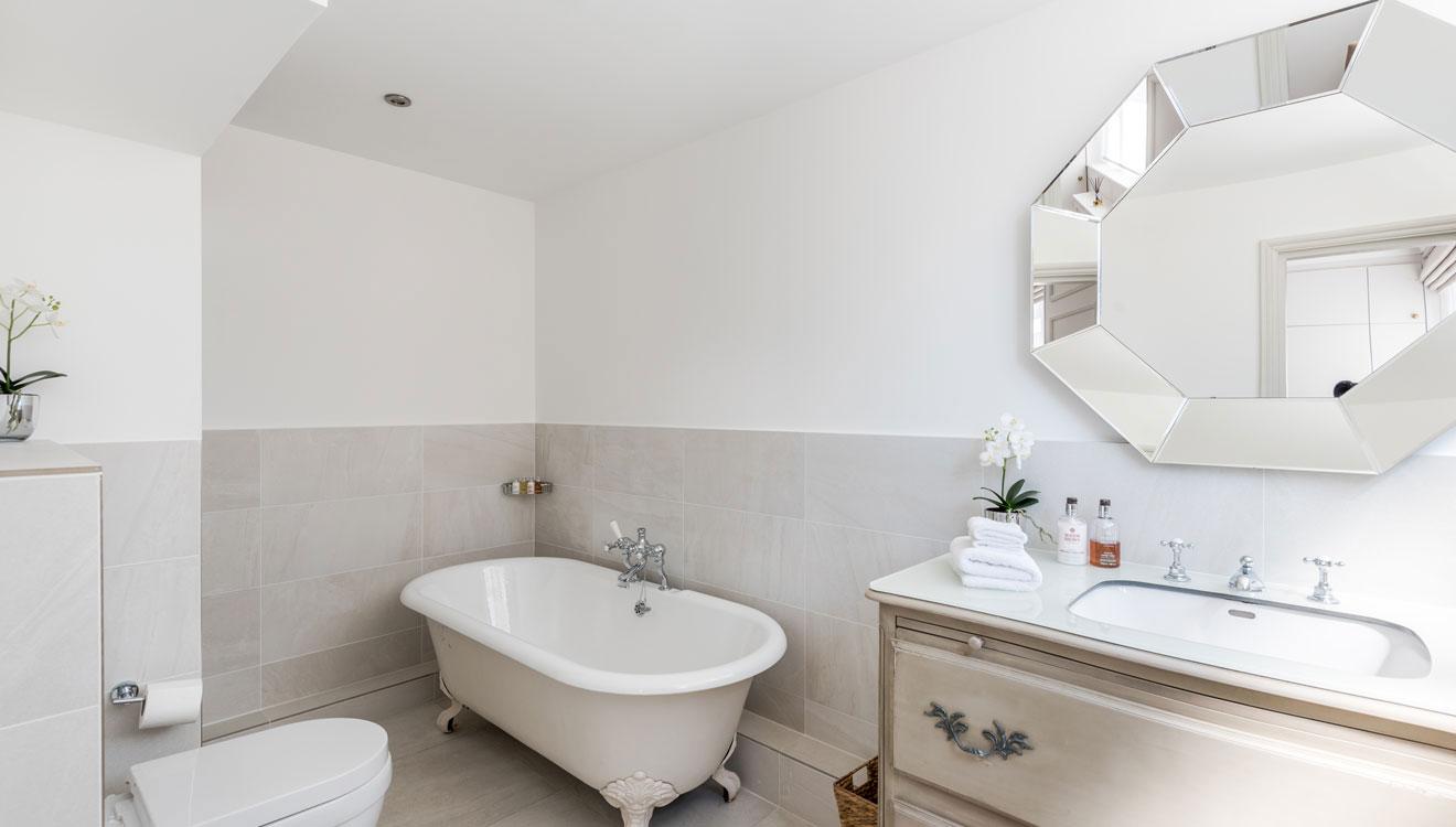 Bath at Hyde Park Gate Apartments