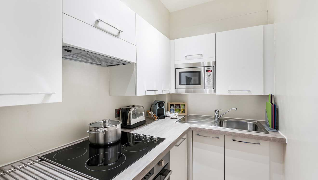 Modern kitchen at Hyde Park Gate Apartments