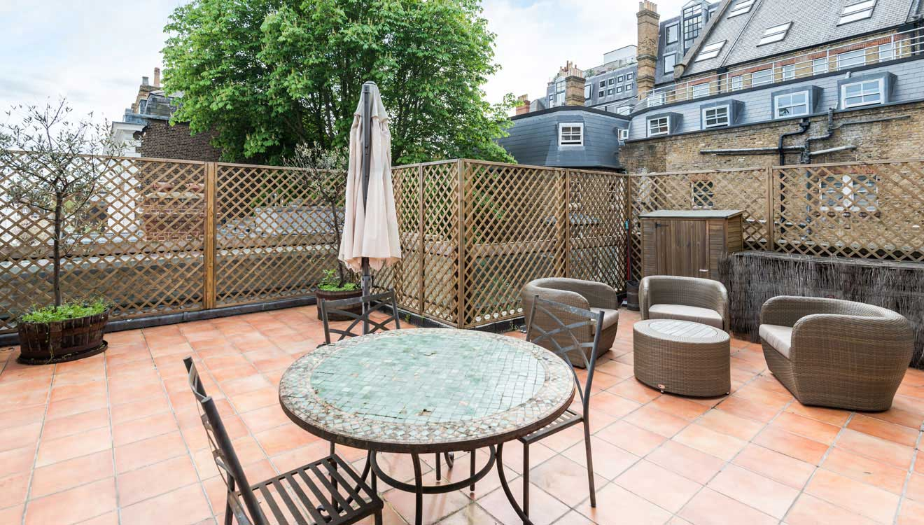 Patio area at Hyde Park Gate Apartments