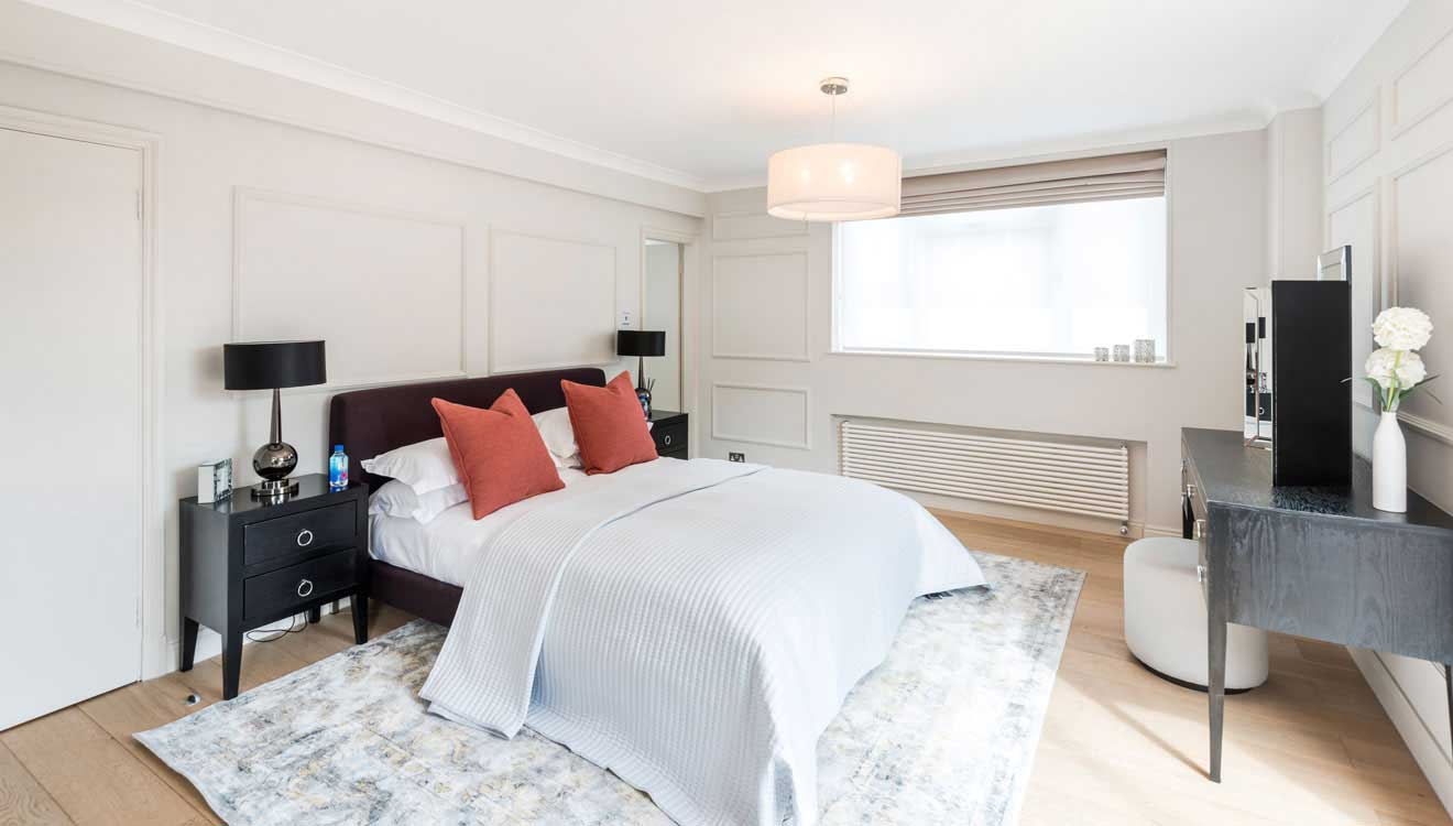 Bright bedroom at Hyde Park Gate Apartments