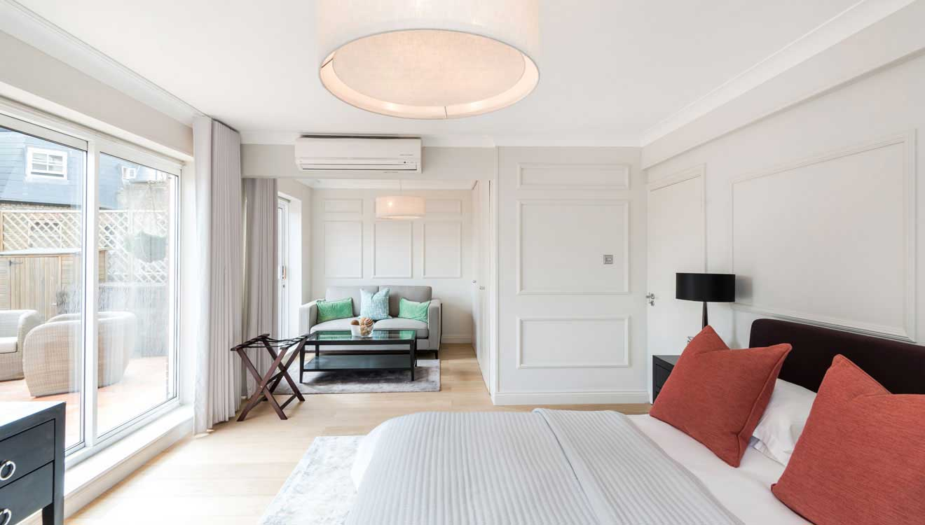 Bright spacious bedroom at Hyde Park Gate Apartments