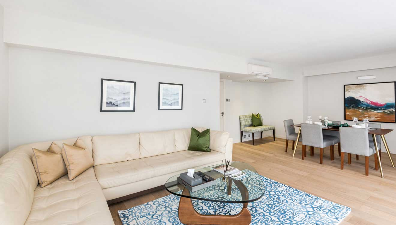 Lounge at Hyde Park Gate Apartments