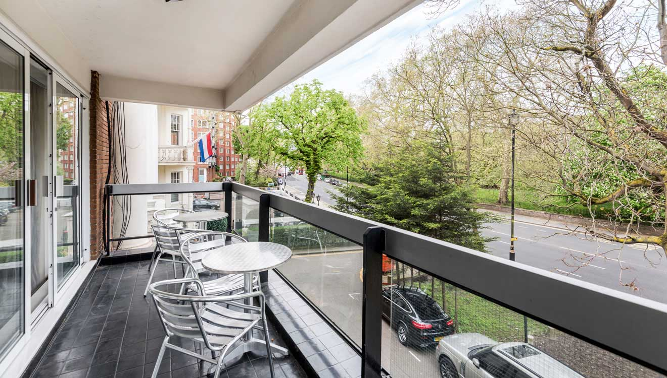 Balcony with seating at Hyde Park Gate Apartments