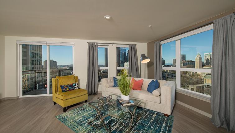 Living area at the Broadstone Lexington Apartments