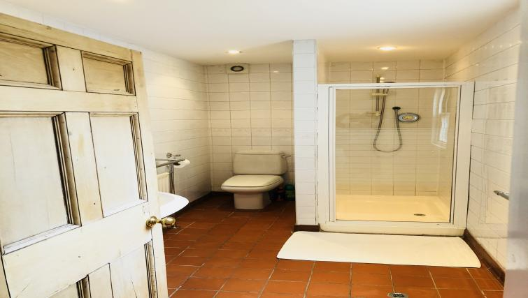 Bathrooma t Seventeen Latham House