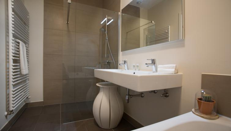 Bathroom at Gershwin Serviced Apartments, Amsterdam