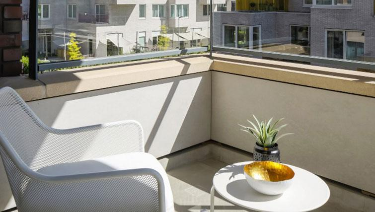 Balcony area at Gershwin Serviced Apartments, Amsterdam