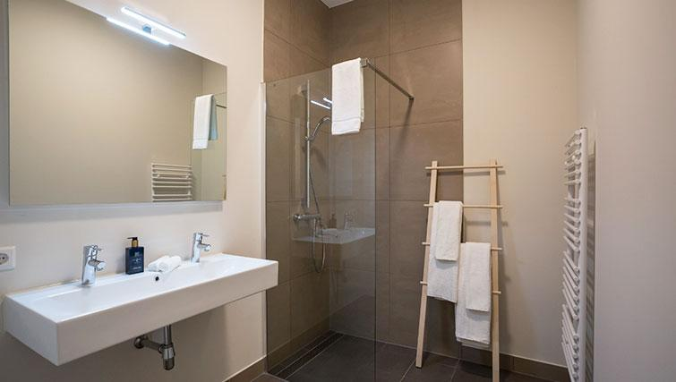 Shower at Gershwin Serviced Apartments, Amsterdam