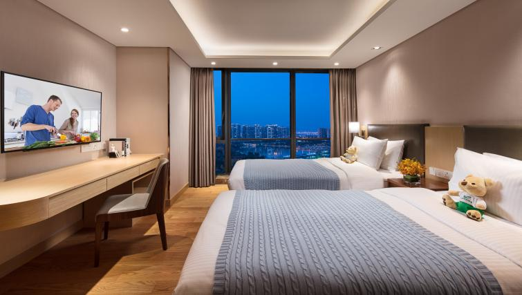 Twin beds at Somerset Baitang Suzhou Apartments
