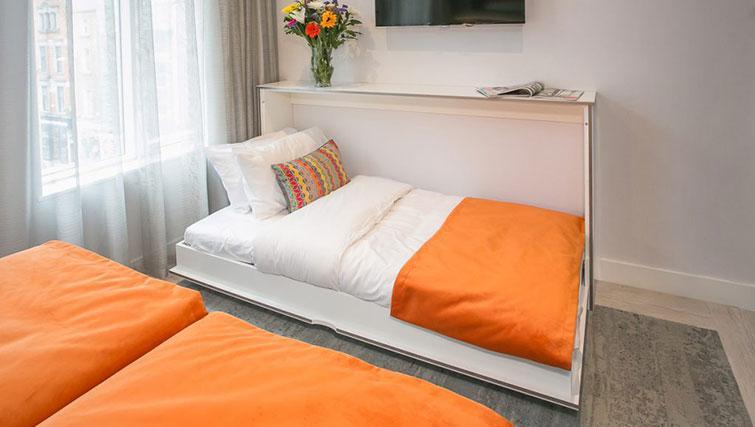 Single bed at Grafton House Apartments
