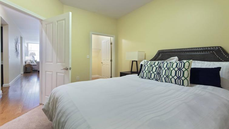Large bed at Nch Garrison Square Apartment