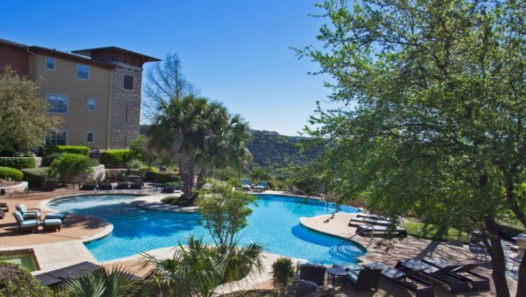 Pool at the Gables Grandview Apartments