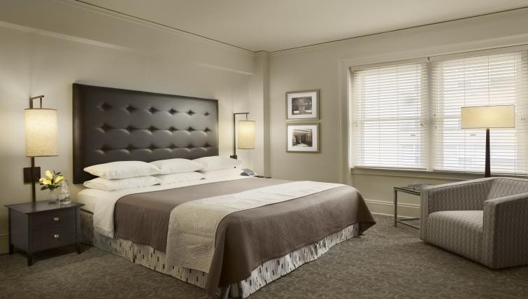 Bedroom at AKA Rittenhouse Square