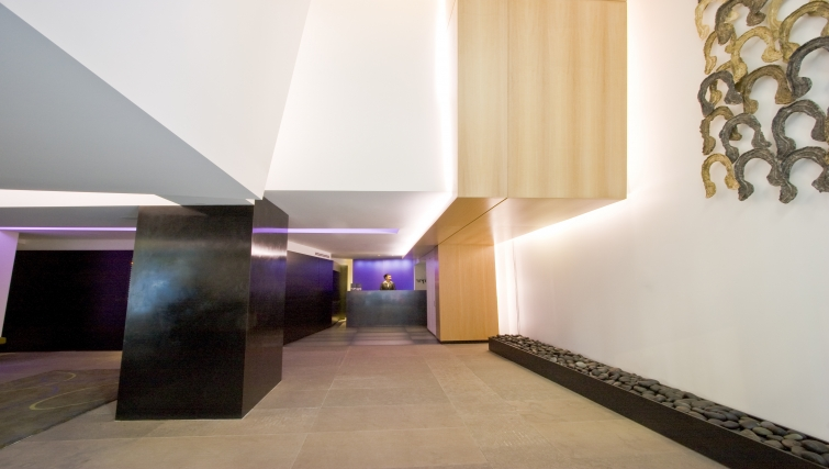 Lobby area at AKA Rittenhouse Square