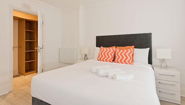 Bed at Suesey Place Apartments