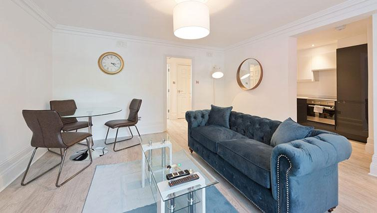 Lounge at Suesey Place Apartments
