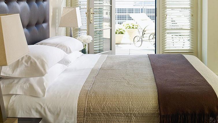 Bedroom in AKA White House