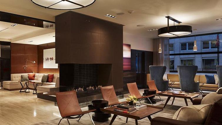 Lounge in AKA White House