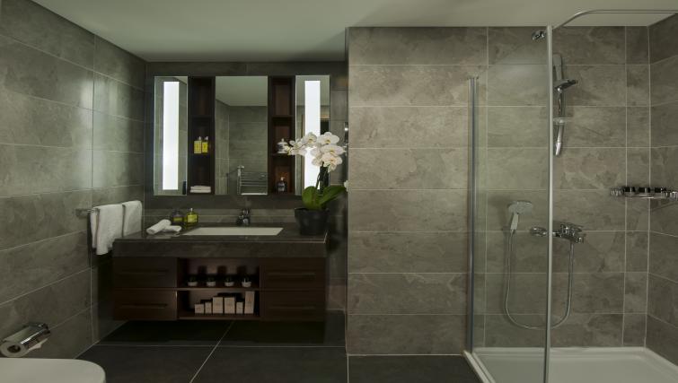 Large bathroom at Somerset Maslak Istanbul Apartments
