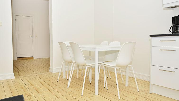 Dining table at Frimannsgate 26 Apartments