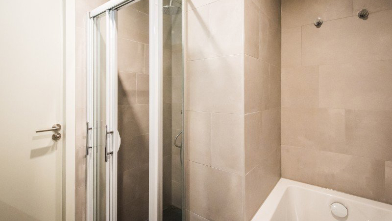 SHower at Eastern Docklands Apartments, Amsterdam