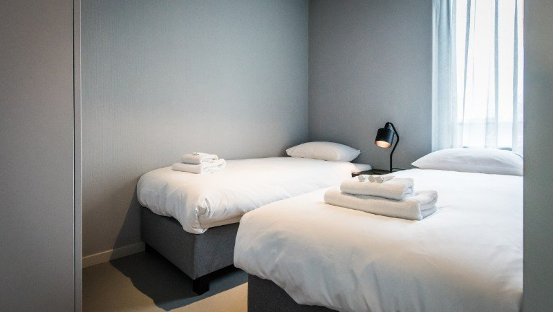 Twin beds at Eastern Docklands Apartments, Amsterdam