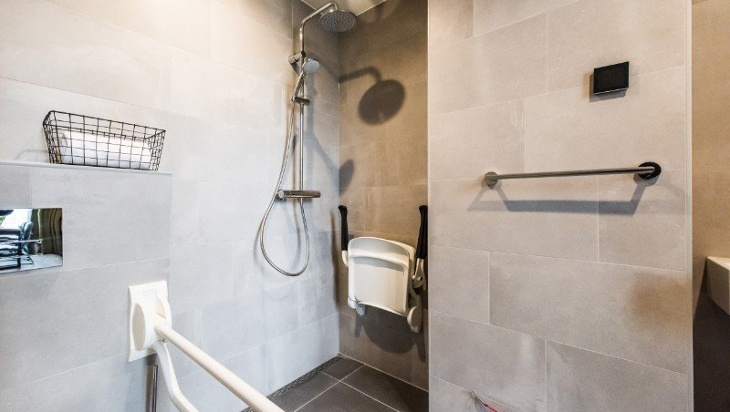 Spacious shower at Eastern Docklands Apartments, Amsterdam