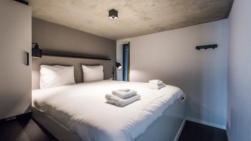 Comfortable bed at Eastern Docklands Apartments, Amsterdam