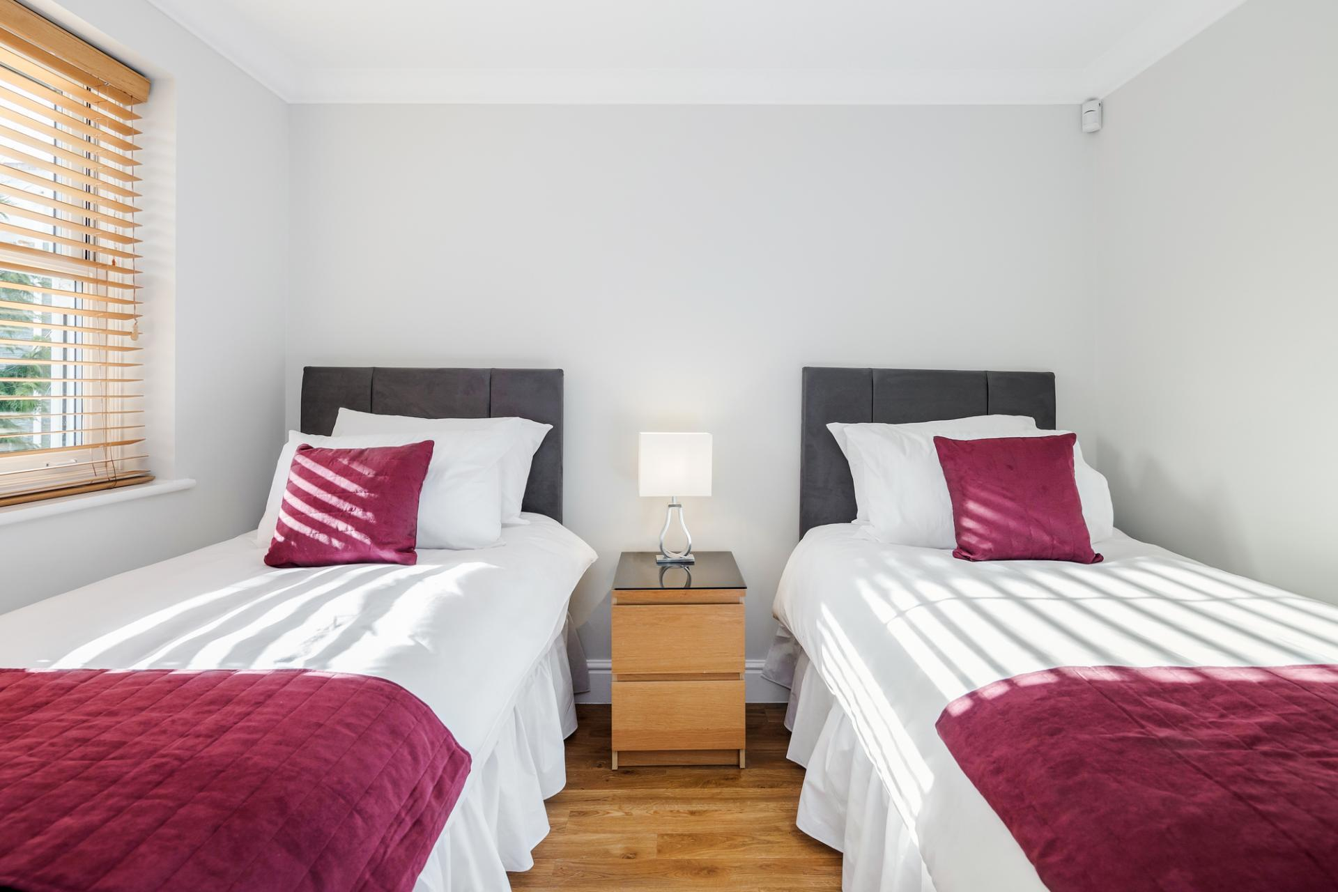 Twin beds at Little Orchard Place Apartments, Centre, Esher
