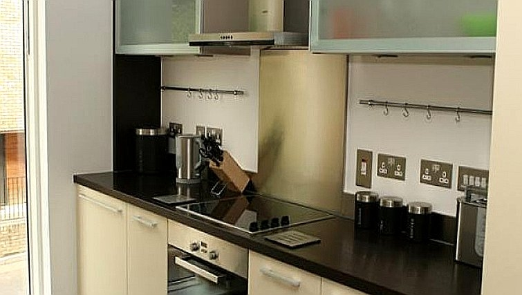 Modern kitchen at Accordia Apartments (Kingfisher Way)